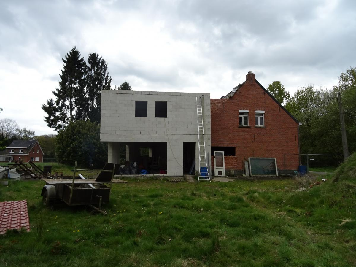 Immo dieltjens nijlen woning groot huis op een for Huis te koop van eigen huis en tuin